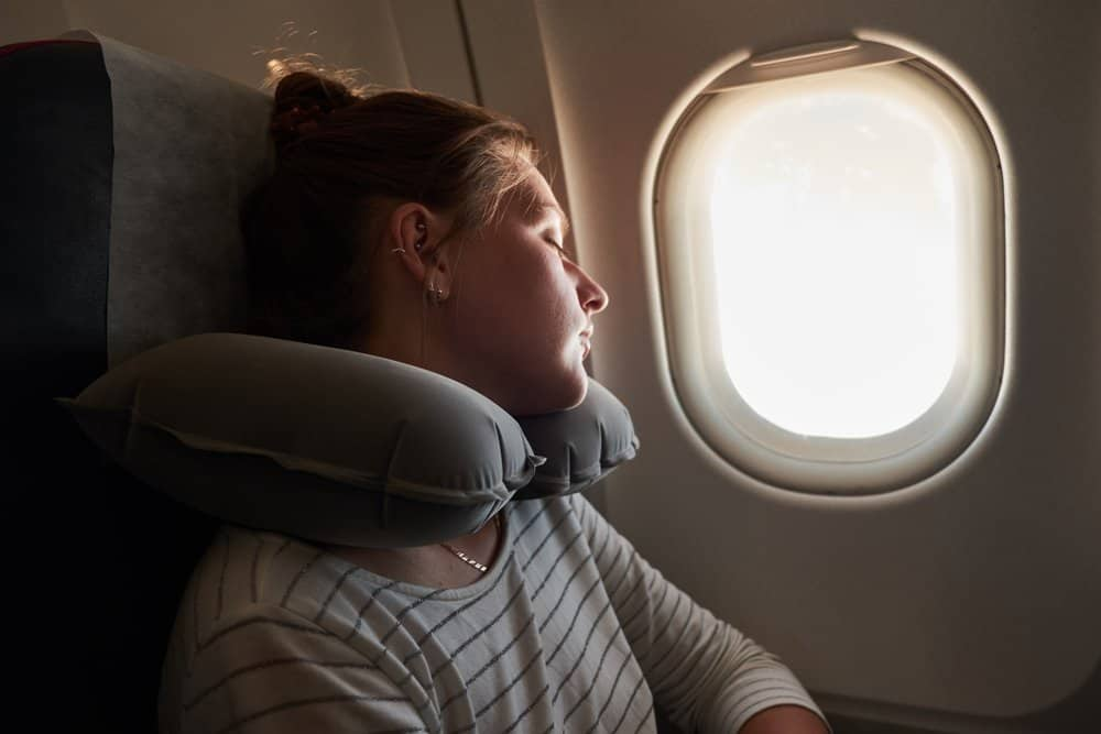 Best tips to beat jet lag - 6 tips to maximize your time abroad.
