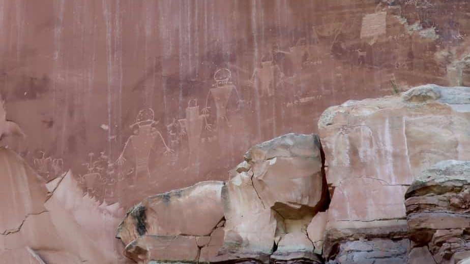 Fremont Indian Petroglyphs Capitol Reef National park in One Day